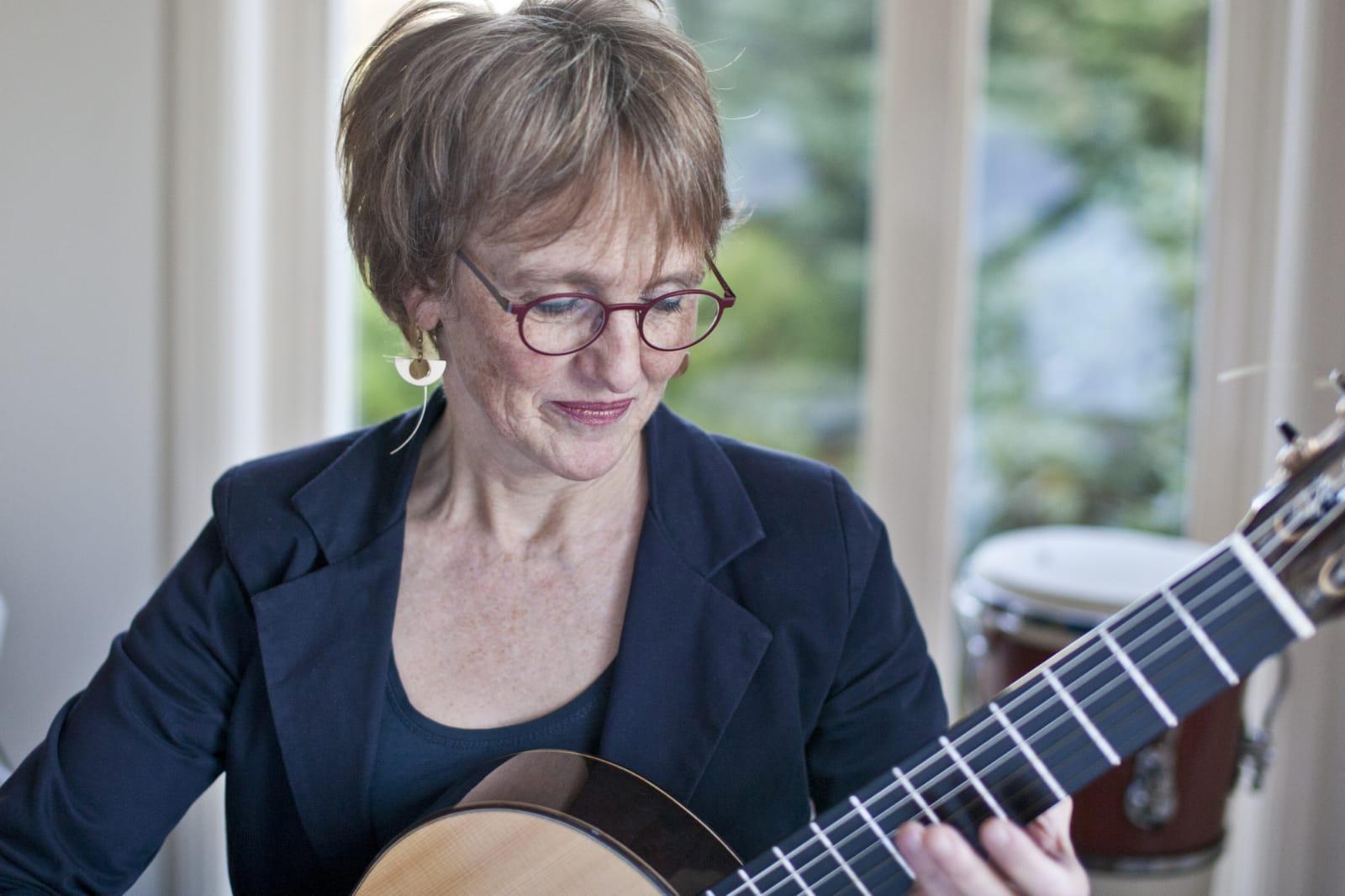 gitaarmuziek bij  uitvaarten op klassiek gitaar door Jacqueline Snel
